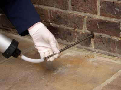 Inyección de gel contra humedades de capilaridad en pared